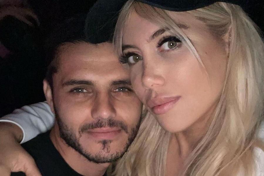 """Mauro Icardi smentisce la rottura con Wanda Nara, ma lei replica: """"Meglio la mano senza anello"""""""