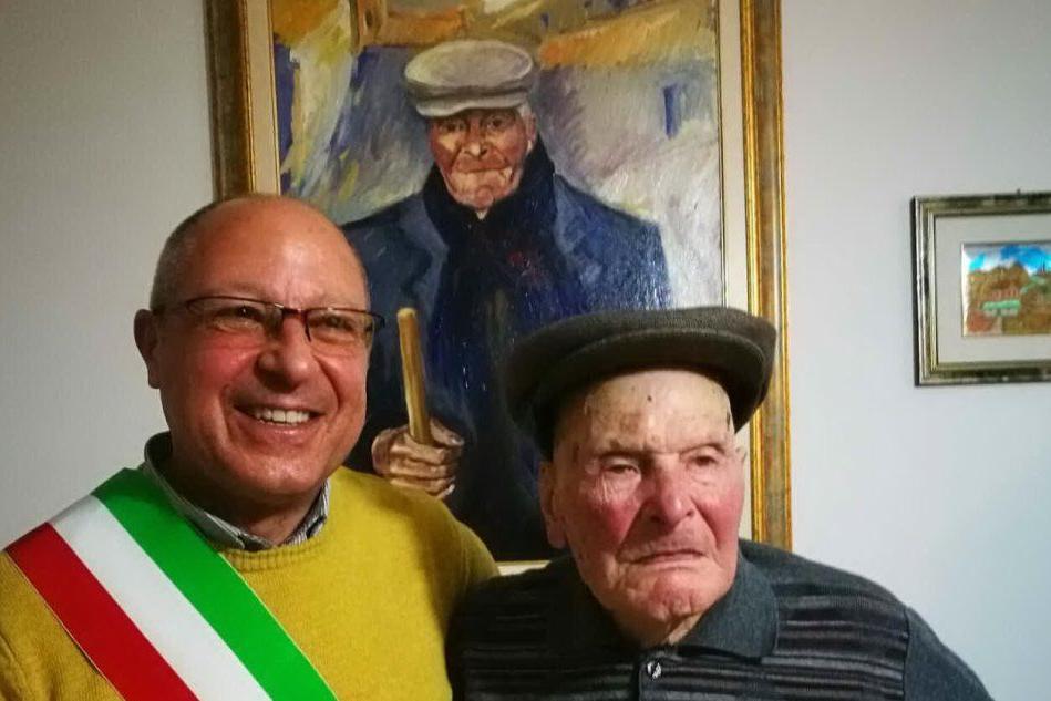 """La """"lunga giovinezza"""" di Giovanni Dessì: il nonnino di Ula Tirso compie 104 anni"""