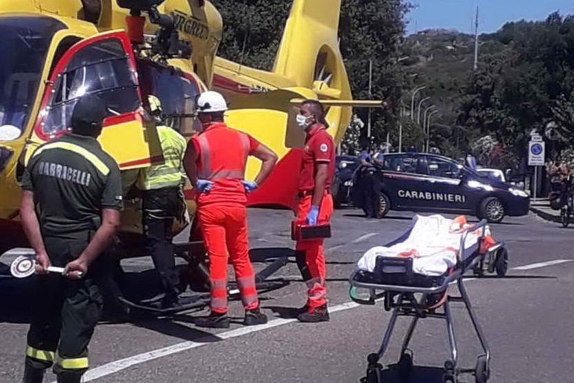 Cade dall'auto in corsa sulla strada tra Modolo e Magomadas: paura per un bimbo