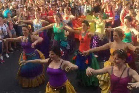 Cagliari, sfila l'orgoglio gay: migliaia di persone al Sardegna Pride