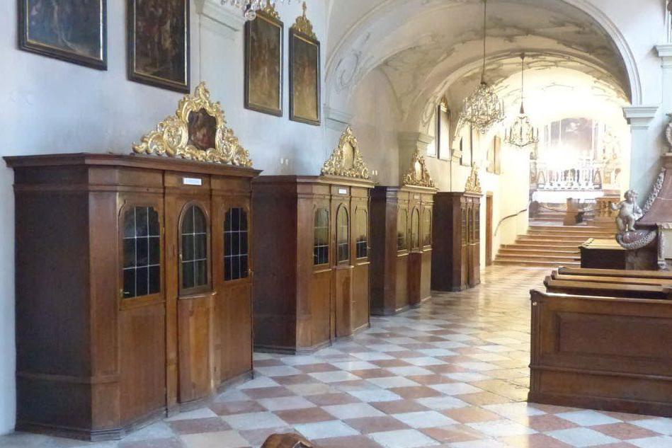 """""""Confessarsi via smartphone non vale"""": la decisione del Vaticano"""
