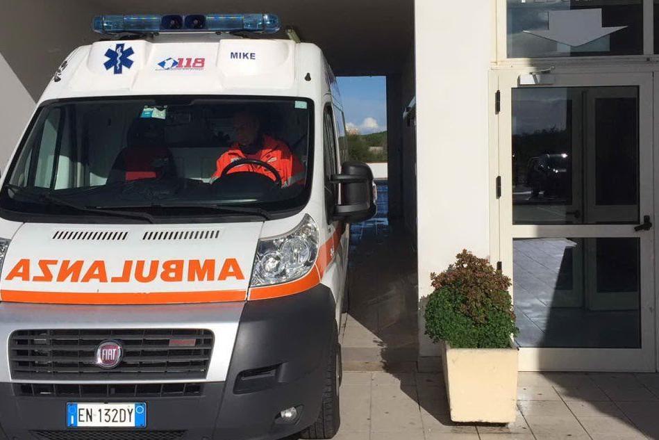 """Positivi in attesa al Pronto soccorso di Oristano, è caos. L'appello: """"Venite solo in casi di urgenza"""""""