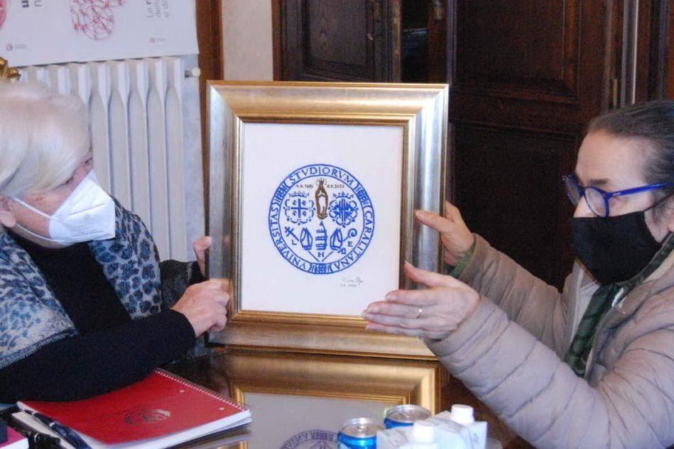 Il dono di Chiara Vigo all'Università di Cagliari: il prezioso bisso per i 400 anni dell'Ateneo