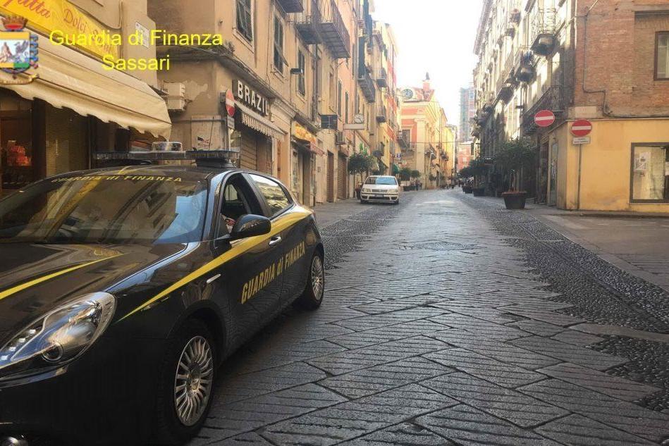 Controlli nel centro storico di Sassari: denunce per detenzione di eroina
