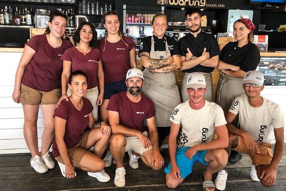 Il team del Warung Beach Club (foto L'Unione Sarda - Cucca)
