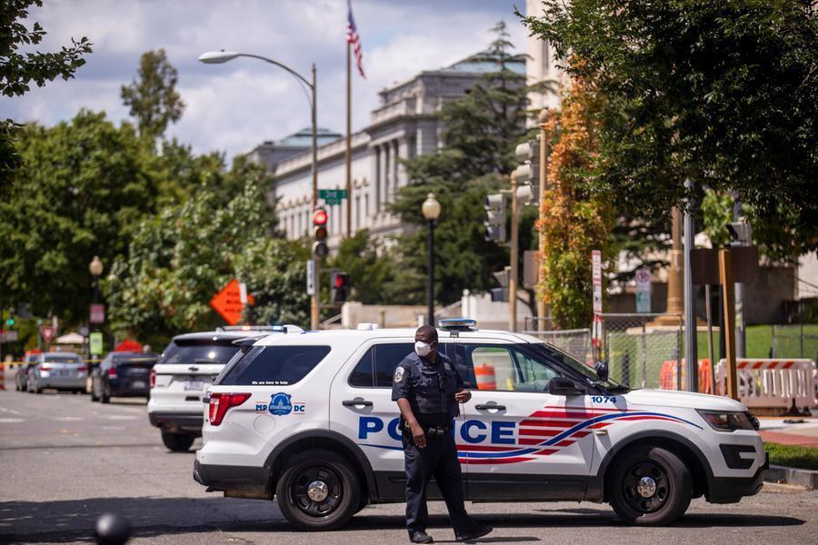 """""""Ho una bomba, rivoluzione in nome di Trump"""": paura a Washington, arrestato un 50enne"""