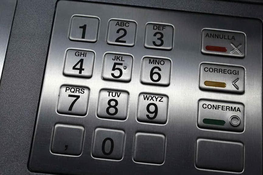 Assalti ai bancomat con esplosivo: 7 persone in arresto