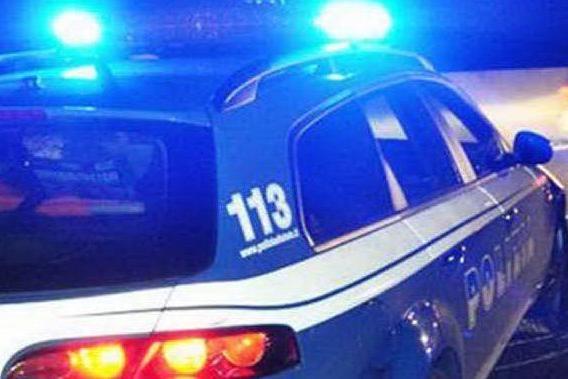 Festa in casa con studenti, i vicini chiamano la polizia: 23 ragazzi multati