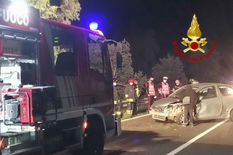 Auto contro guardrail sulla Statale 129, conducente sotto choc