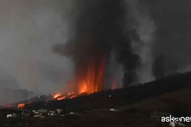 Erutta il vulcano Cumbre Vieja alle Canarie, evacuati 5mila residenti