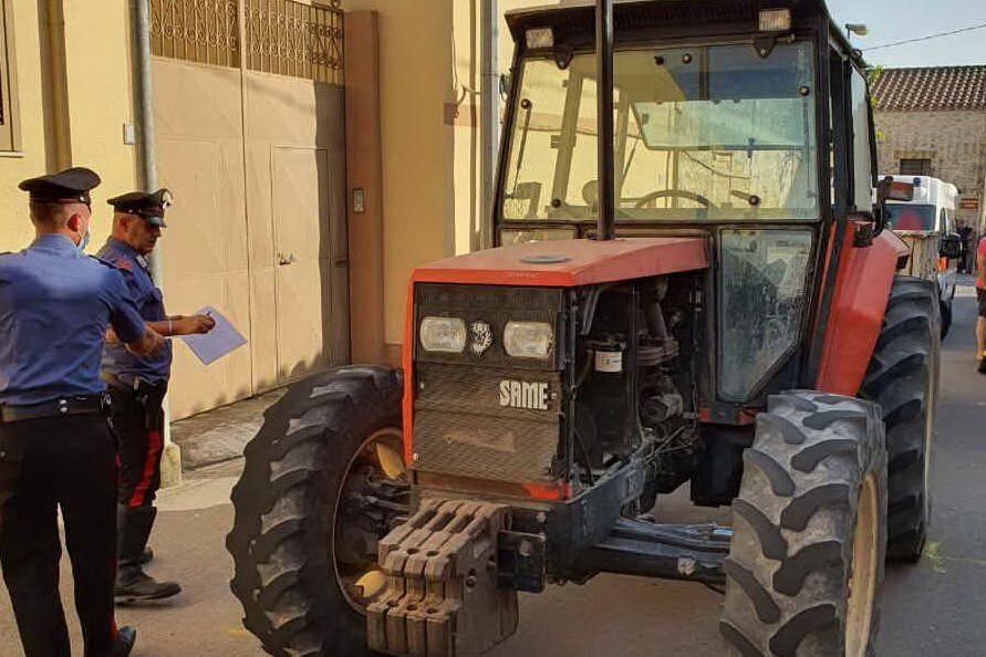 Villamar, ancora in rianimazione il 18enne caduto dal trattore: denunciato l'amico