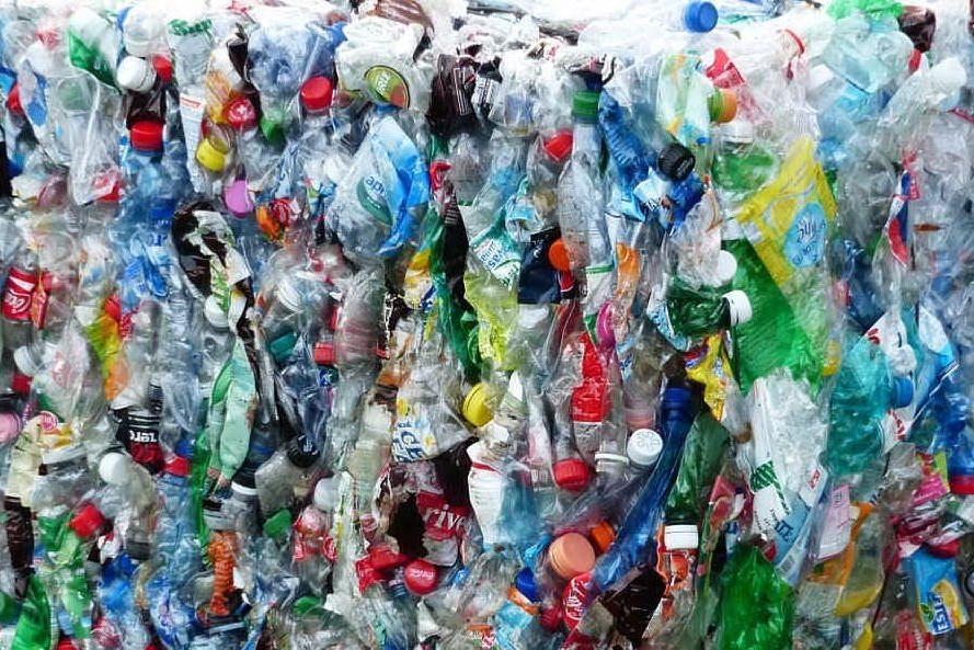La plastica e le tasse: l'analisi di Giuseppe Deiana