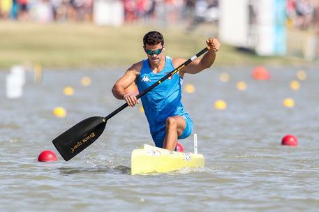 Tenta il suicidio gettandosi nel fiume, lo salvano gli atleti della Nazionale canoa