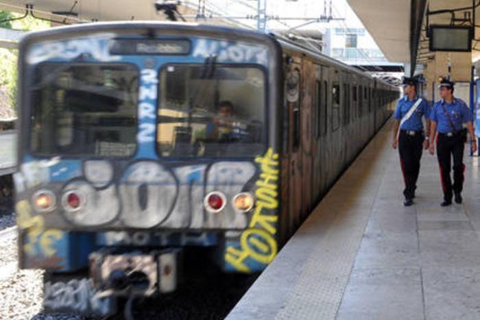 """Azionava il freno d'emergenza sui treni per """"divertimento"""", denunciato"""