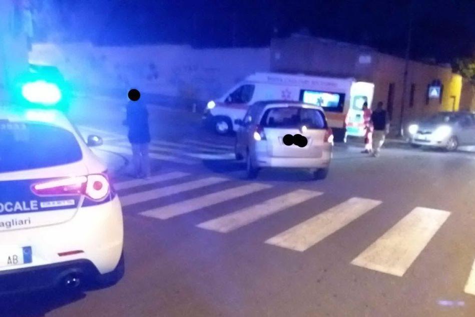 Investita sulle strisce pedonali a Cagliari, finisce al pronto soccorso