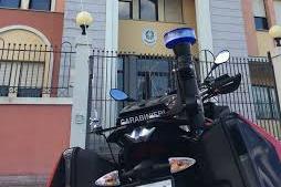 Entra in un bar di Olbia e ruba il cellulare a un cliente: acciuffato dai carabinieri, 43enne in arresto