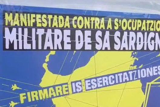 A Capo Frasca il corteo degli anti-militaristi VIDEO