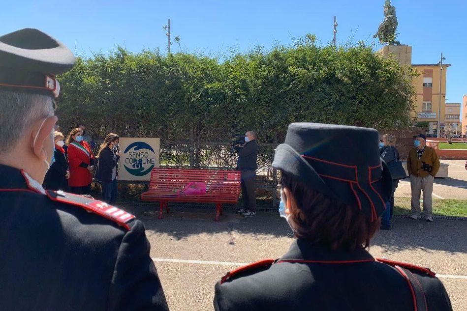 A Carbonia una panchina rossa dedicata alle donne vittime di violenza