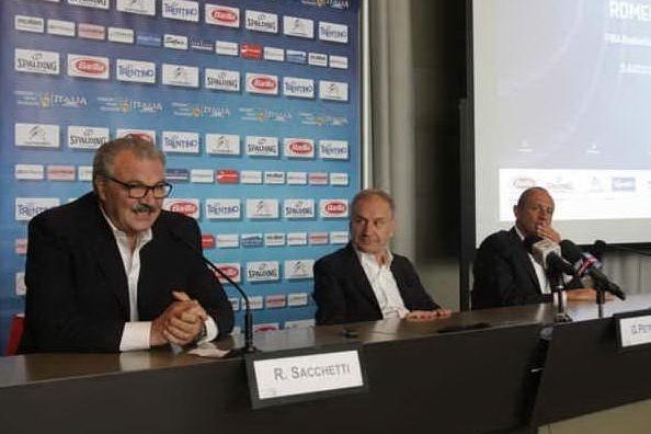 Meo Sacchetti col presidente Fip Petrucci (Foto Ufficio Stampa)