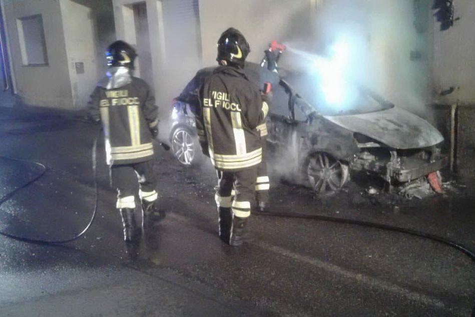 Paura a San Gavino Monreale, nella notte incendiata un'auto