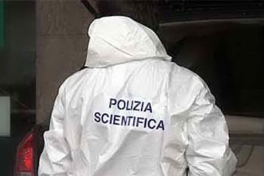 Macabra scoperta, trovato un cadavere carbonizzato in un'auto