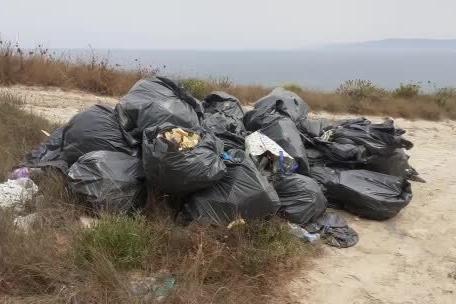 Porto Torres, una discarica di rifiuti pericolosi a due passi dal mare