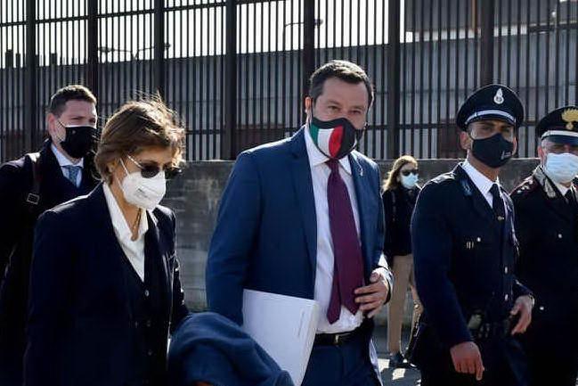 """Open Arms, Salvini a giudizio: """"Vado avanti a testa alta"""""""