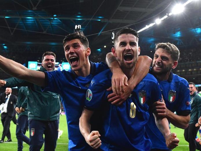 Continua il sogno azzurro: l'Italia stringe i denti, batte la Spagna ai rigori ed è in finale