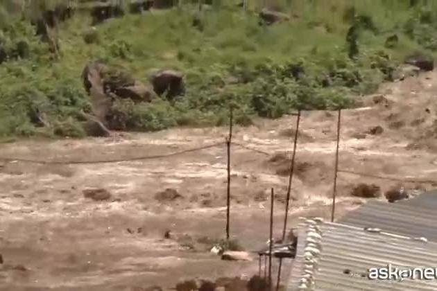 Decine di morti in India e Nepal per inondazioni e frane