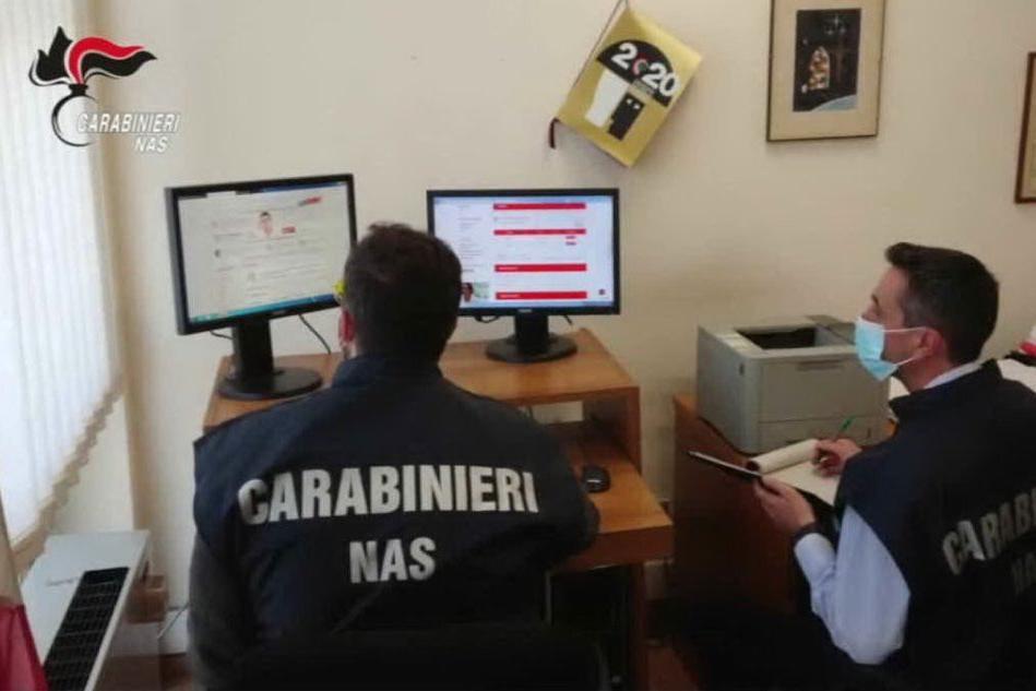 """""""Farmaci per curare il Covid"""": i Nas oscurano 102 siti di vendita illegali"""