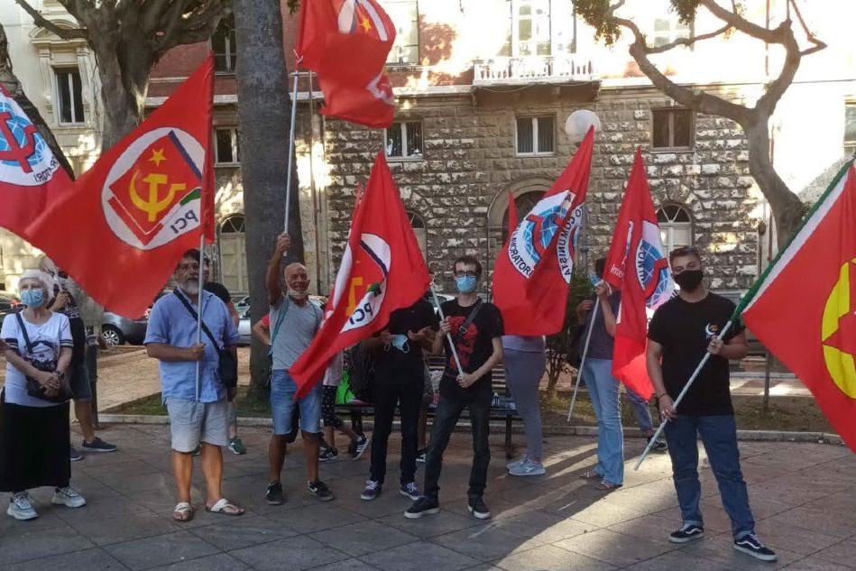Cagliari, sit-in dei comunisti contro il razzismo