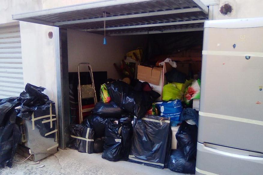 """Sassari, dramma della povertà: """"Da settemesi vivo in un garage con mio figlio disoccupato"""""""