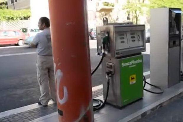 Benzina senza sosta, prezzo al rialzo da 20 settimane