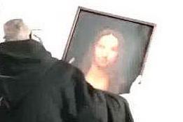 """I poliziotti entrano in casa, spunta un """"Salvator Mundi"""" VIDEO"""
