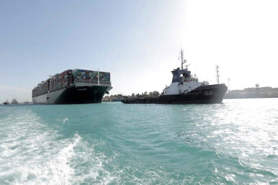 Il Canale di Suez è tornato alla normalità, aperta un'inchiesta sull'incidente