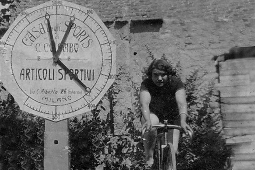 """L'emancipazione femminile """"viaggia"""" in bicicletta"""