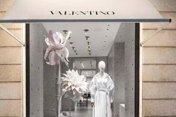 Porto Cervo, Valentino seleziona sales associate per la sua boutique