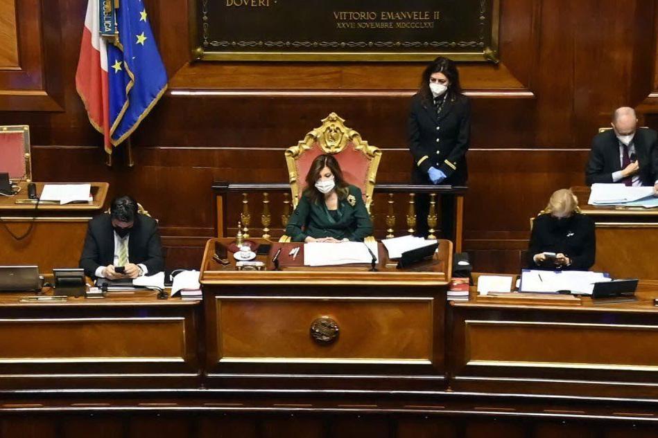"""Auguri Presidente!"": standing ovation per Elisabetta Casellati"