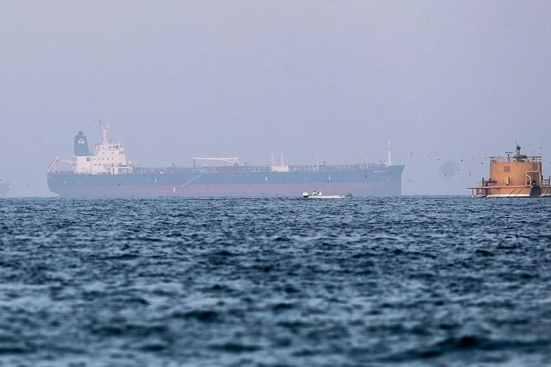 Fuori pericolo la nave assaltata da un gruppo armato