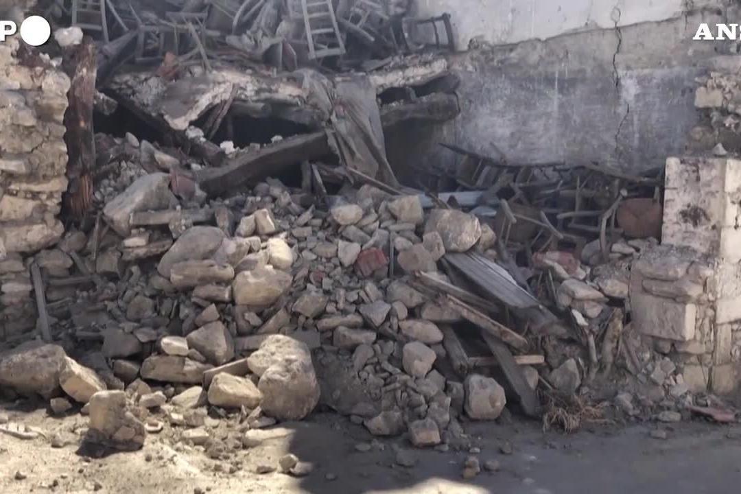 Terremoto a Creta, crollano palazzi e chiese