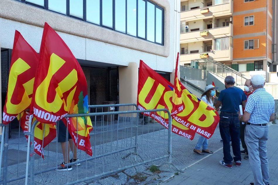 Quartu, riprende la protesta dei pensionati davanti alla Assl