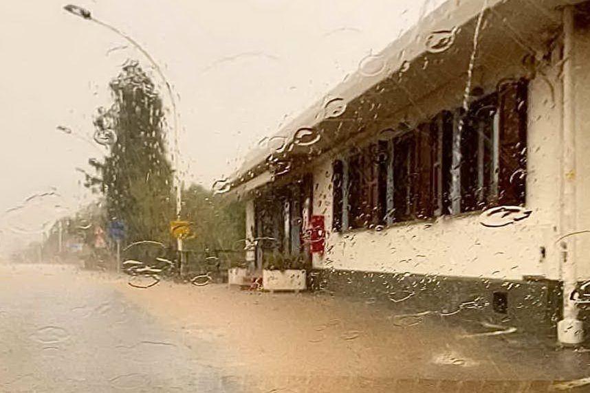 Solanas, una palude attorno al ristorante: sopralluogo del Comune