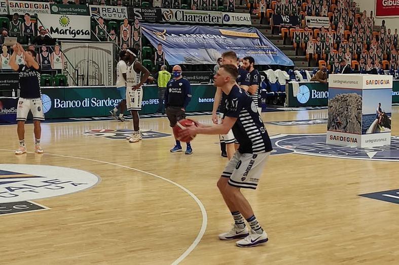 La Dinamo lotta ma è fuori dalla Supercoppa:vince Brindisi 76-66