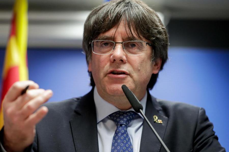 """Puigdemont: """"Ha infranto le leggi senza il coraggio di affrontare le conseguenze"""""""