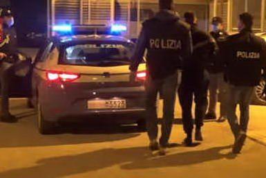 Lite a Natale per questioni di soldi: 62enne spara al figlio