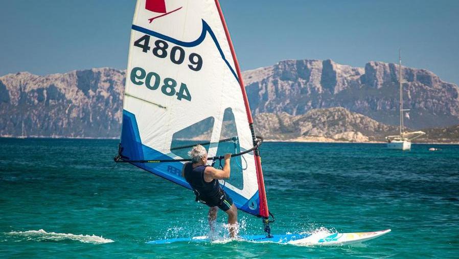 04-09-2021_boom_di_iscrizioni_per_il_campionato_italiano_windsurfer_big_in_gara_a_pittulongu_.html