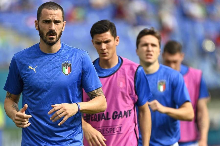 """Azzurri in ginocchio? Bonucci: """"Dobbiamo decidere"""". Mancini: """"Sono per la libertà"""""""