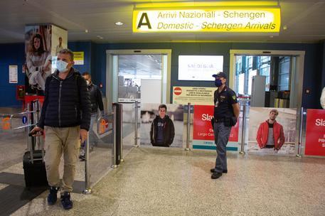 L'aeroporto di Cagliari (foto Ansa)