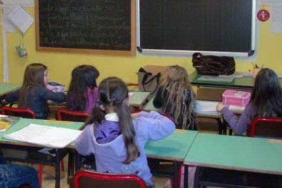 Travolta da una porta a scuola, ferita un'alunna di terza elementare