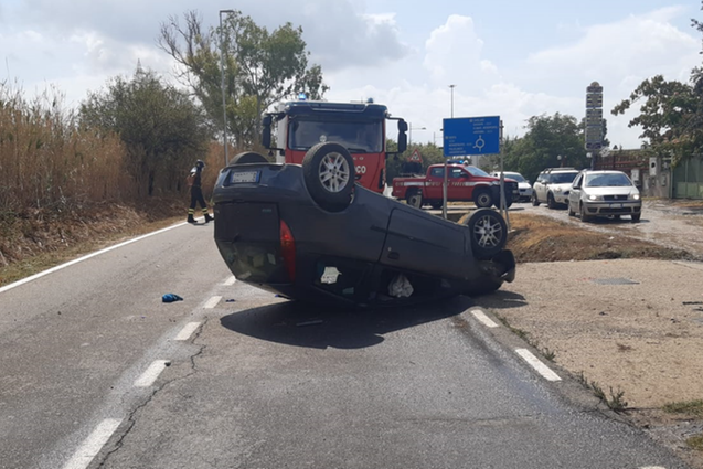 Auto si ribalta a Sestu, due fratelli in ospedale in codice rosso